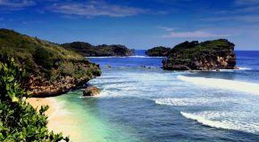 Jelajah Pantai Pacitan: Pantai Watu Karung
