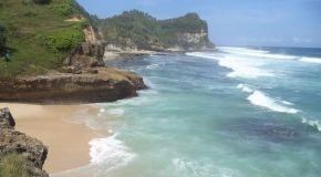 Jelajah Pantai Pacitan: Pantai Banyu Tibo