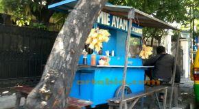 Kenikmatan Sederhana dalam Semangkuk Mi Ayam Seorang Pedagang Kaki Lima, Surabaya