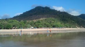Pantai Pulau Merah Nan Meriah Di Banyuwangi